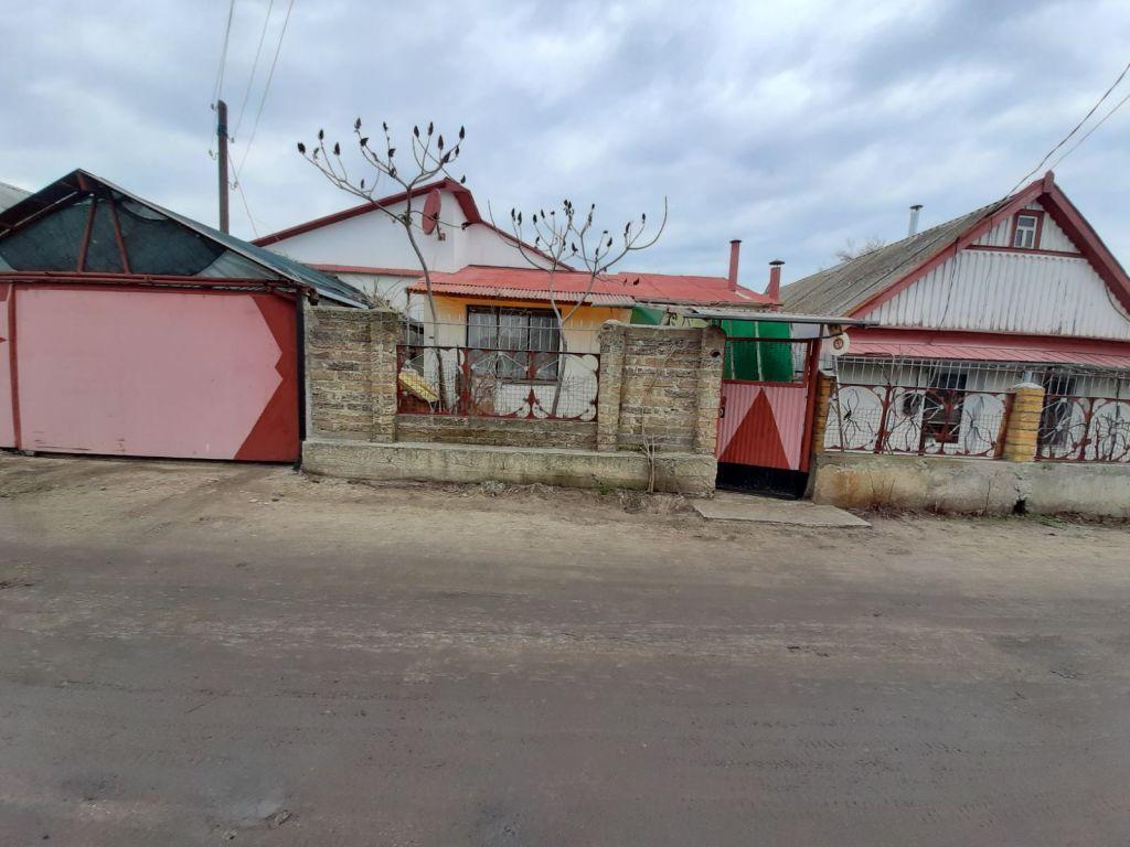 Дом в центре Цюрупинска. Вторая улица от реки Конка